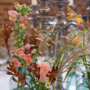 smukke blomster med lyserøde og røde nuancer